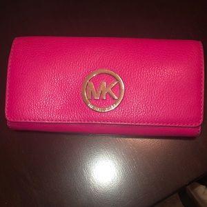 MK wallet fuschia